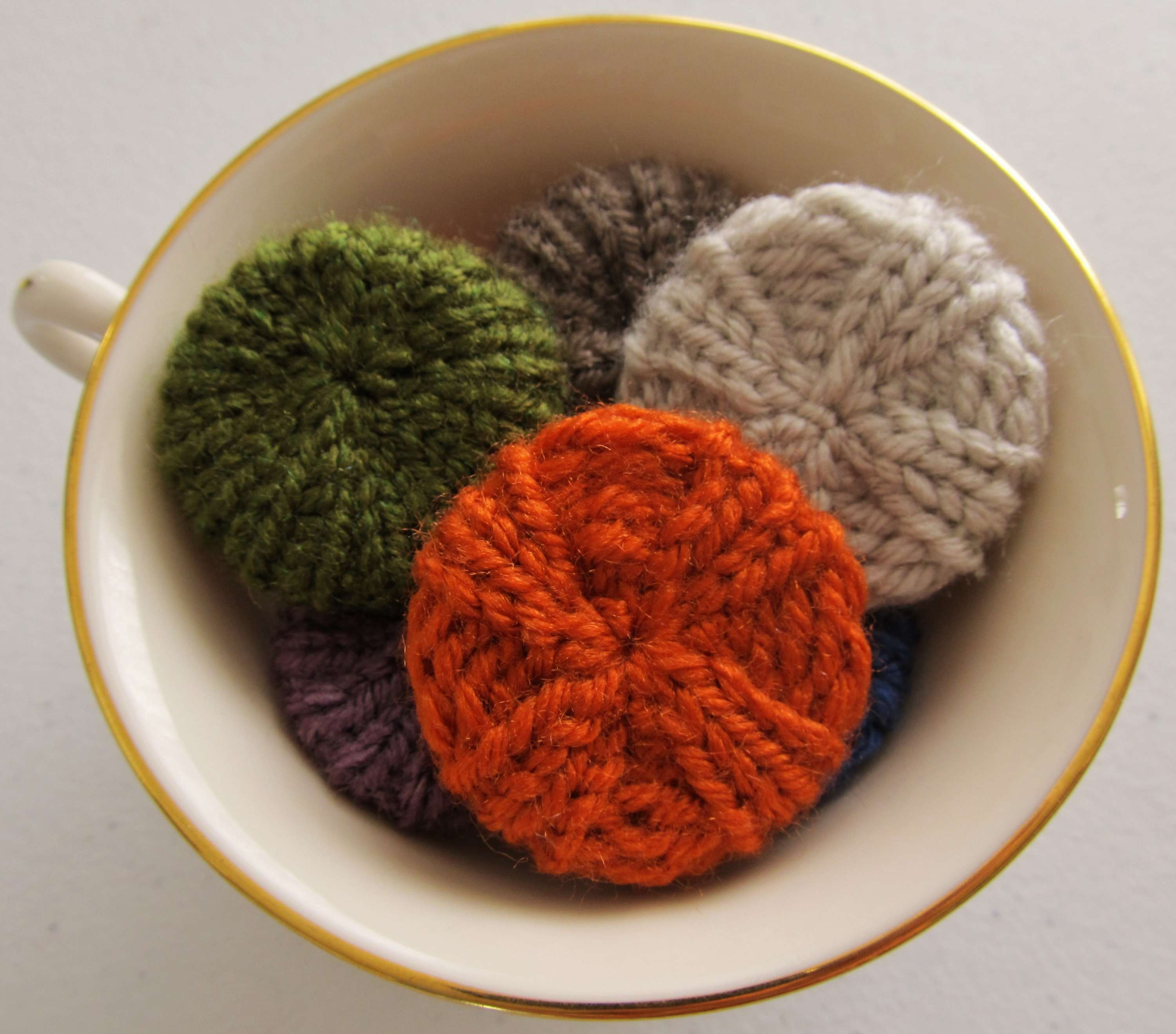 Whimsical Loom Knits – Miniature Knitted Poufs « KB Looms Blog
