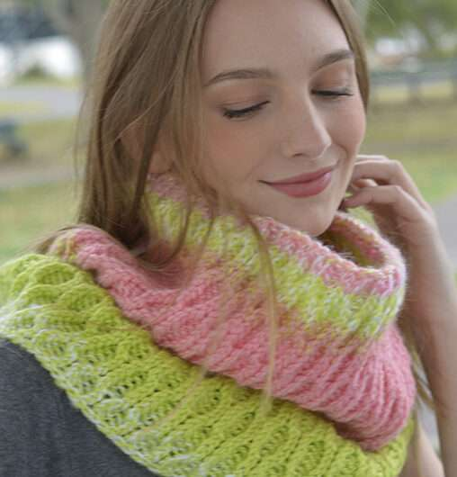 Honeycomb Cowl (double knit)