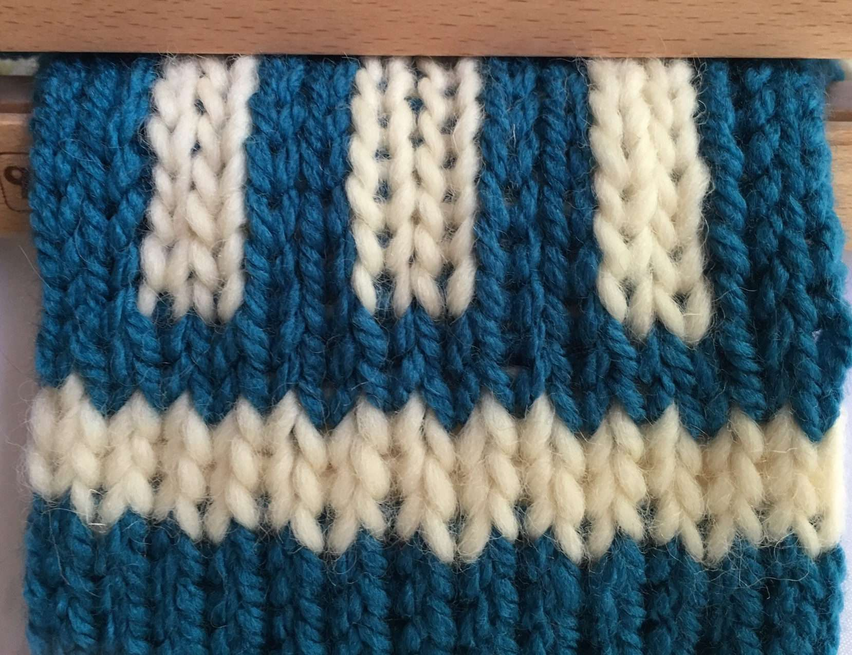 white stripe:blue:verticle